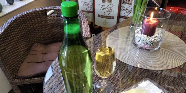 1 či 2 l stáčeného tokajského vína i sýr Korbáčik