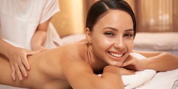 Klasická masáž zad či reflexní masáž nohou