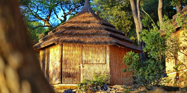 Chorvatsko: 3–4 dny v rákosových chatkách