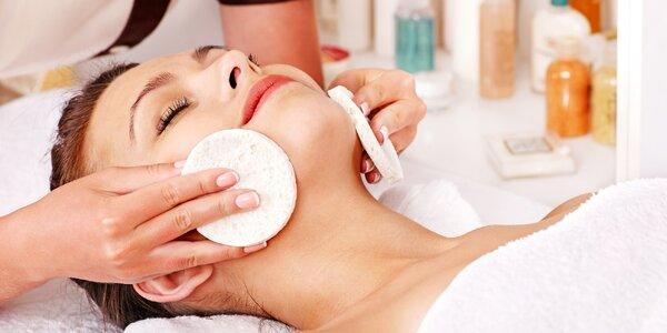 Kosmetické ošetření s masáží obličeje i peelingem