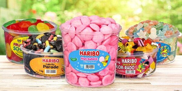 Zásoba želatinových bonbonů Haribo v dózách