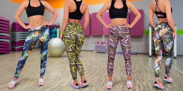 Sportovní sety pro dámy: barevné legíny a top