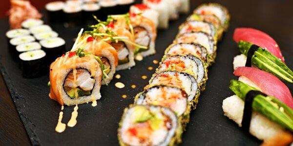 Sushi sety a polévka, salát i citronáda či víno