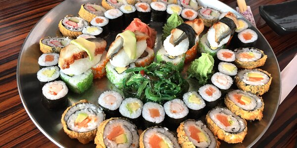 24–52 ks sushi: sety s lososem, tuňákem i vege