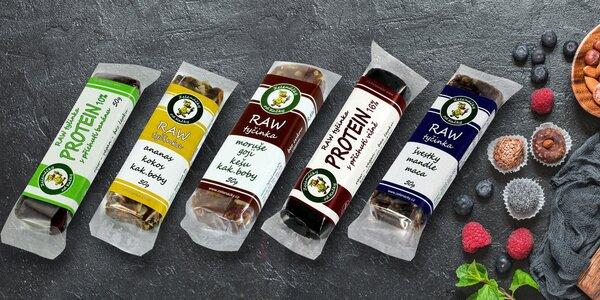 Svačina do kapsy: raw tyčinky s proteinem i ovocem