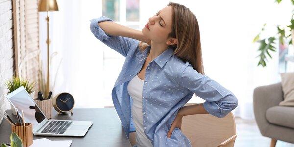 """Fyzioterapeut radí, jak na práci z domova: """"Seďte u stolu a každou půlhodinu se protáhněte"""""""