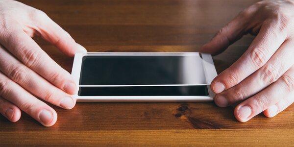 Sada ochranného skla a silikonového krytu na 125 telefonů + držák telefonu jako dárek