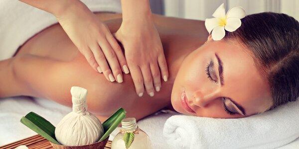 Masáž dle výběru: bylinná, s kokosem i lávové kameny