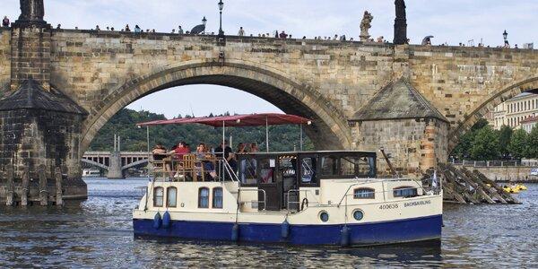 50min. plavba po Vltavě: loď až pro 10 osob