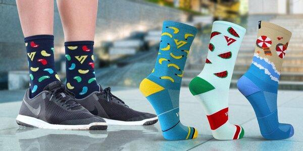 Sportovní ponožky s hravými barevnými motivy