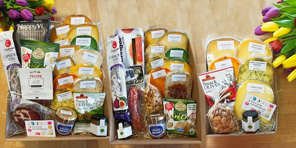 Box 5–13 famózních sýrů a další delikatesy navrch