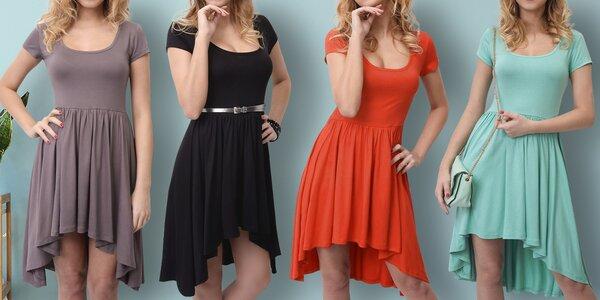 Asymetrické šaty s řasenou sukní