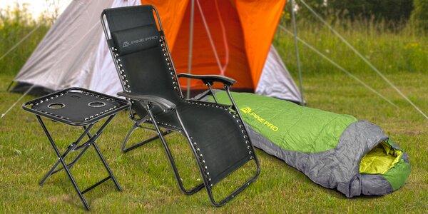 Vybavení nejen do kempu: spacák, karimatka i stolek