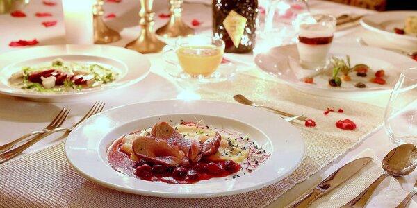5chodová večeře při svíčkách a s přípitkem