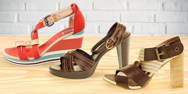 Dámské letní boty Levi's: sandály i pantofle