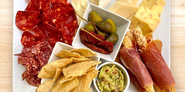 Víno a Grand Tapas talíř pro 2 osoby