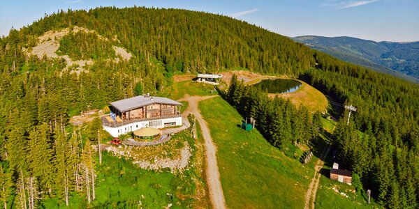 Rakouské Alpy: stylové chata u lanovky s polopenzí