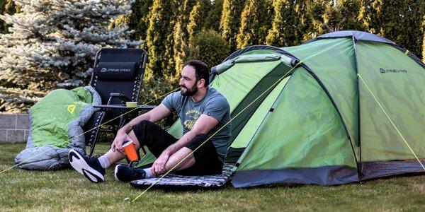 Vybavení nejen do kempu: spacák, stan i stolek