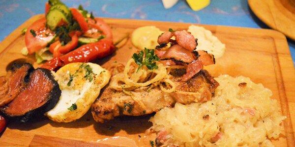 Havířská kotleta s vejcem a chleba se škvarky