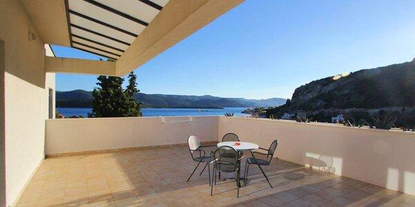 Chorvatsko: vila s bazénem, jen 250 m od moře