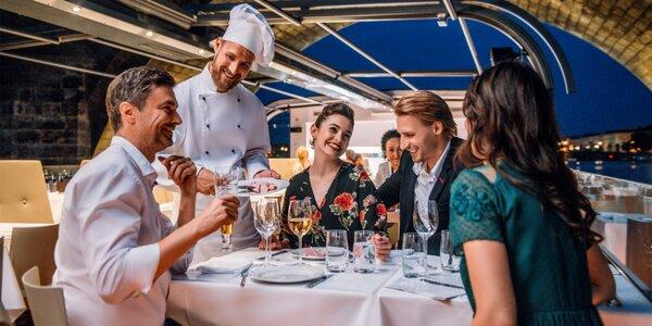 Plavba po Vltavě na prosklené lodi a rautová večeře