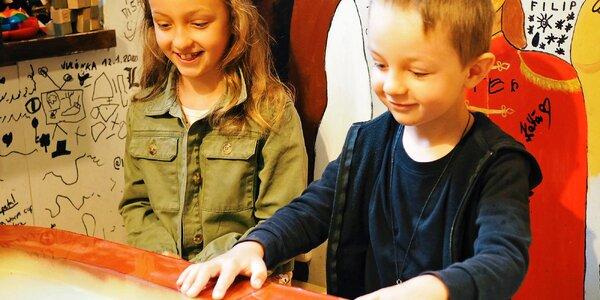 Kam s dětmi nejen za špatného počasí? Netradiční kavárna nabízí dorty i únikovky