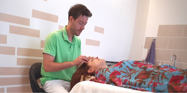 Manuální lifting obličeje i indická masáž hlavy