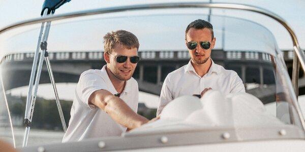 Kapitánem na zkoušku: 2,5 h na lodi pro 5 osob
