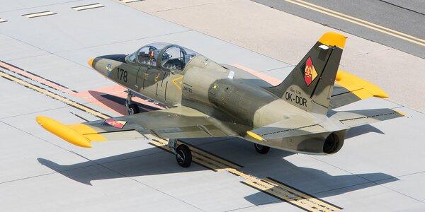 Do oblak v proudovém L-29 Delfín či L-39 Albatros