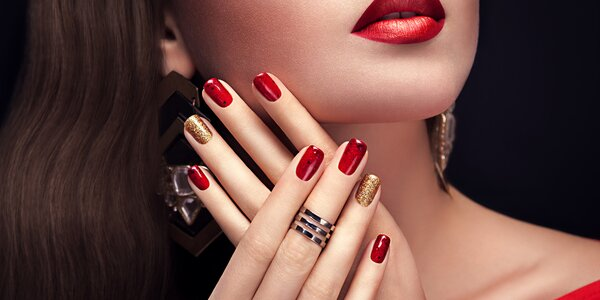 Manikúra, shellac i gelové nehty či akrylové nehty