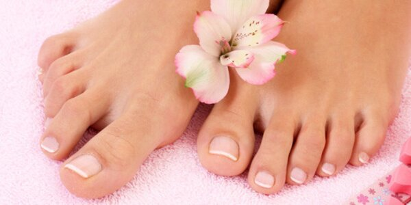 Pedikúra a relaxační masáž nohou nebo nehtová modeláž!