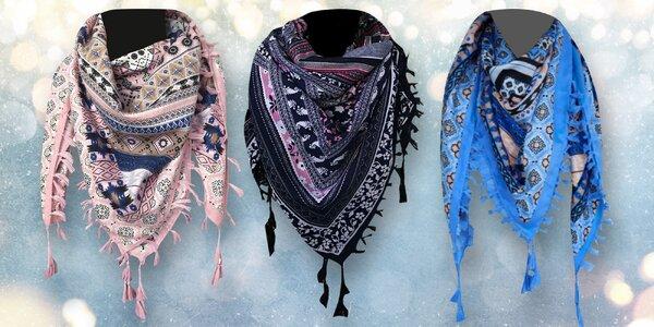 Bohatě vzorovaný lehký šátek se střapci
