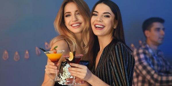 Koktejl s rumem, vodkou i ginem a třeba i vodnice
