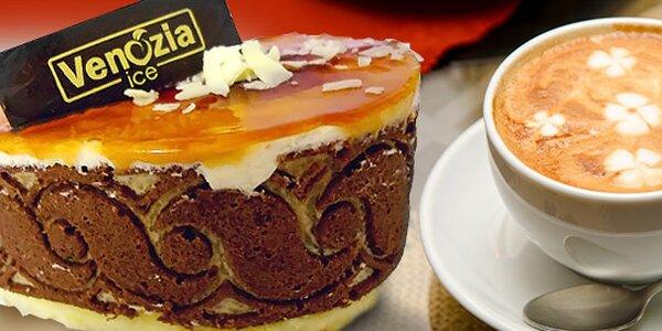 Dva horké nápoje a dva domácí dortíky podle italské receptury
