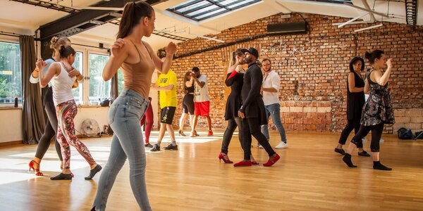 1 nebo 4 individuální taneční lekce pro jednoho i pár