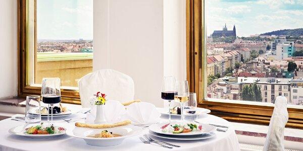 Romantická večeře ve věži hotelu, víno i prohlídka