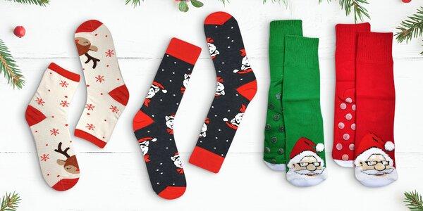 Ponožky s protiskluzovou úpravou a vánočními vzory