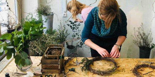 Workshop aranžování květin v Pragovce