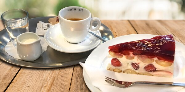 Káva či cappuccino a zákusek nebo domácí limonáda