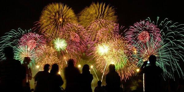 Efektní novoroční ohňostroj na přivítání roku 2021