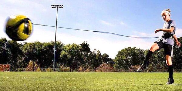 Fotbalový trenažer s elastickým bederním pásem