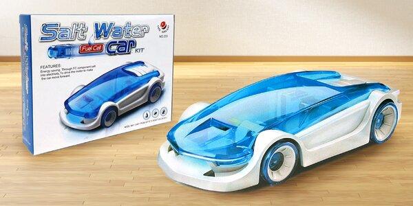 Model autíčka poháněný slanou vodou