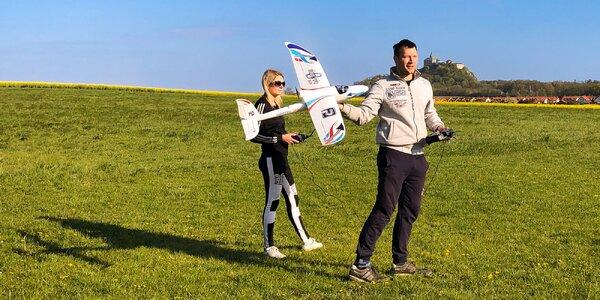 Pilotem RC modelu cvičného letounu na 1 hodinu