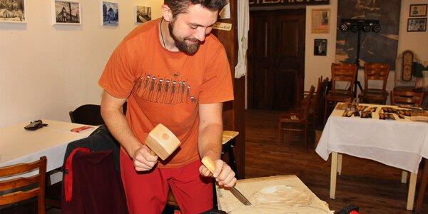 Řezbářský kurz a vlastní dřevěný výtvor na památku