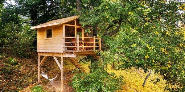 Pobyt v domku na stromě s vyhřívaným koupacím sudem