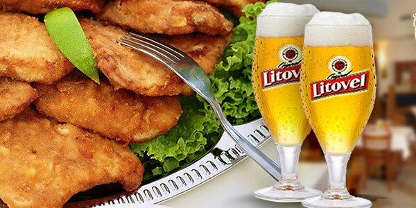 Maxi porce řízků. Kuřecí i vepřové s pivem a pečivem