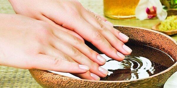 Japonská manikúra P-Shine s vitamíny – péče o přírodní nehty s relaxační masáží…