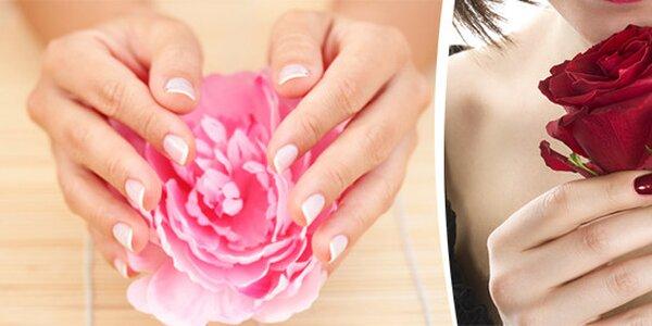 Krásně upravené nehty gellakem nebo P-shinem včetně manikury a parafínového…