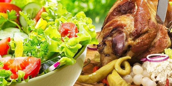 700 g pečeného kolena pro dva nebo saláty s kuřecím masem
