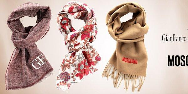 Elegantní a hřejivé šály Moschino a Gianfranco Ferré